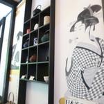 茶凛 - カウンター席の前の壁