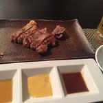 鉄板焼 南々西 - ステーキ 左からシークワーサーポン酢、白味噌、山葵醤油に雪塩。