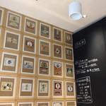 立ち呑み 庫裏 - お洒落な壁の飾り