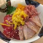 69993547 - 四色丼 白飯、少なめで注文