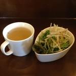 ブルームーンカフェ - ランチセットのスープとサラダ