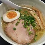 らーめん 謙正 - 料理写真:あっさり塩ハーフ 390円