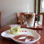 roomoon cafe - 料理写真:ティラミス&カフェ・ラテ☆