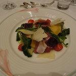 7000565 - プロシュートと生ハム フォアグラとインゲン 季節野菜のメリメロサラダ