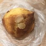 ラ・ブランジュリ・キィニョン - 桃とクリームチーズのスコーン