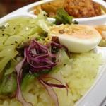 リコ カリー - ベーコン入り燻製ハンバーグと有機野菜のトマトカレー