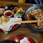 甲州ほうとう 完熟屋 - 2016.11.10「野菜ほうとう セット」 野菜ほうとうに天ぷらや生野菜、小鉢が数種+デザートがセット