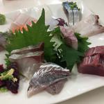 おかもと鮮魚店  - 刺身盛り合わせ 1000円