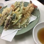 おかもと鮮魚店  - 天ぷら盛り合わせ 800円