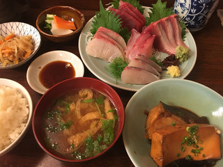 和食 かとう - 刺身定食2500円に+200円で煮付けつけました