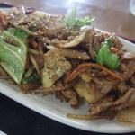 くぅーたこ焼お好み焼の店 - 料理写真:豚肉とカリフラワーのカレー風味炒め