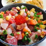 魚屋直営食堂 魚まる - 魚まる定食の魚まるまーさん丼