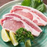 牛國 - 幻の豚【ゴールデンポーク】(1200円)塩・わさびでどうぞ。是非一度食してください。