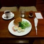 cafe ぼへみあん - ブレンドコーヒーのモーニングサービス(ロールパン)380円+170円 550円
