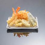 お気軽天ぷら処 天神 - 【海老天ぷら定食】海老3尾、魚介、季節の野菜2種、玉ねぎと小海老のかき揚げ