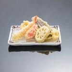 お気軽天ぷら処 天神 - 【天神天ぷら定食】海老、ふもと赤鶏、魚介、季節の野菜2種、明太子