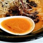 四川担々麺 いぶし銀 - スープ