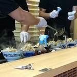 東京タンメン トナリ - 東京タンメン トナリ 西葛西店 混んでるときは6丼のバッチ生産です