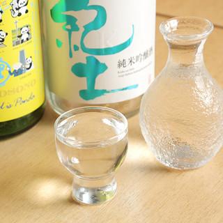 日本酒・焼酎も豊富にご用意。旬のお酒を是非︕
