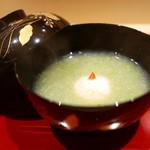 70017080 - 煮物碗 噴火湾の毛蟹真丈とオクラのすり流し