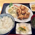 海鮮居酒屋 三郎 - 鶏の唐揚げ定食680円