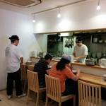 麺や 七彩 - 開店直後です。