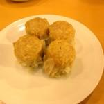 551蓬莱 「飲茶CAFE」伊丹空港店(南ターミナル) - 定番の焼売2個入り170円