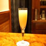 Bar 内藤 - 桃とシャンパンのベリーニ