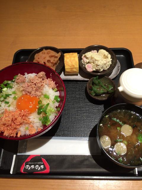 ぼんたぼんた クイーンズ伊勢丹横浜店 - 卵かけごはんの惣菜セット。870円。