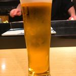 鮨 いしばし - 生ビールのグラスもオモロイ形です\(^o^)/