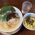 飛騰 - ランチのらーめん(白)+ミニ丼700円(税込)