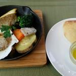 70025740 - フォカッチャとメインの魚料理