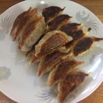 王香 - 餃子定食には餃子15個