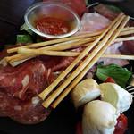 Obikamottsureraba - 前菜盛り合わせ。やっぱりモッツァレラとトマトがおいしかったなー❤︎