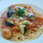 ビストロ ル カノン - パスタ 海老とキャベツ、茄子のトマトソース