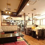 味平 - カフェみたいにきれいな店内