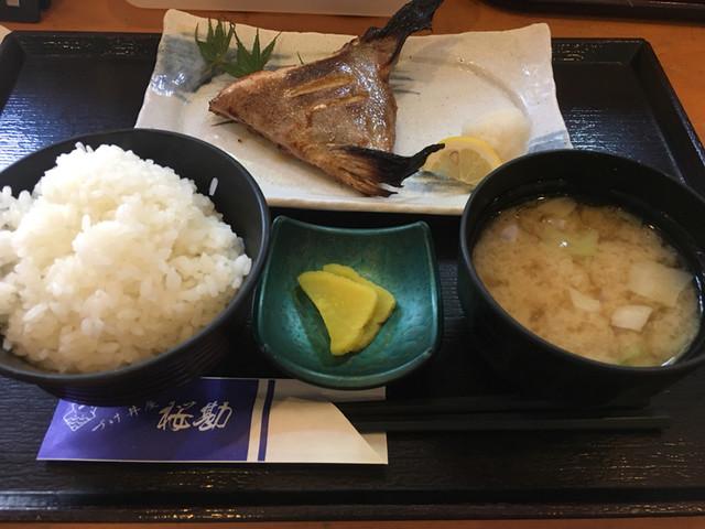 づけ丼屋 桜勘 , カンパチのカマ塩焼き定食(700円)