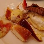 スイーツパラダイス - イチゴの乗ったミルフィーユも以外に美味しい!!
