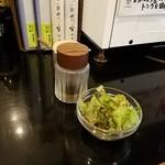 清香園 - サラダ到着