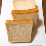 70040959 - 角食パン