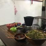 老牌牛肉拉麵大王 - 高菜等の調味料