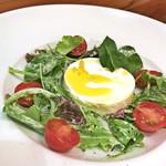 カプリカフェ - ヨーグルトのカプレーゼ風サラダ(税別500円)