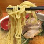 らーめん 北の大地 - 縮れ麺