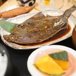 産直仕入れの北海道定食屋 北海堂 - かれい煮つけとホッケフライ定食