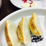 なんつッ亭 - 餃子Aセット@250円  餃子3個にミニライスが付きます。生のおろしニンニクは無料サービス