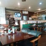 カフェ食堂みどり - 皮張りの席でゆったりできる店内