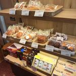 MMCオーガニックカフェ - お菓子みたいのも売ってる〜