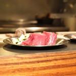 osteria LIU - 調理するお肉