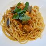 アッラゴッチャ - パスタ 天然ヒラメと千両茄子のトマトソース、バジル風味