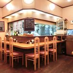キッチンれん - 店内のカウンター席の風景です